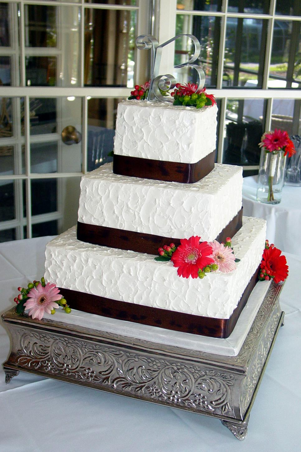 Stupendous The Best Wedding Cake Bakeries In All 50 States Giveaways Tlc Com Personalised Birthday Cards Cominlily Jamesorg