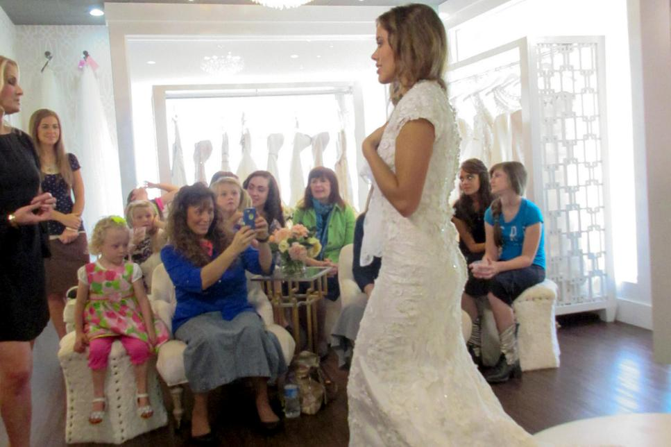 Jessa Duggar Shops For A Wedding Dress Counting On Tlc