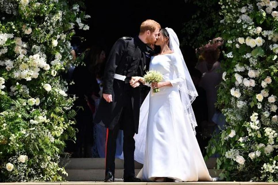 Royal Wedding Kiss.Harry And Meghan S Royal Wedding In Pictures The Kiss The